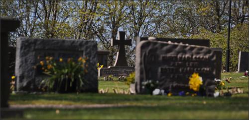 kyrkogård-begravning-ikonge